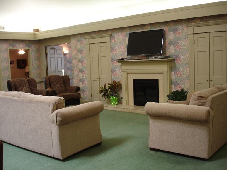CarriageSquareAssistedLiving Photos 02 Seniorly - Vintage Gardens Assisted Living St Joseph